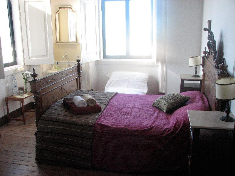 Comfortable double bedroom in Peniche