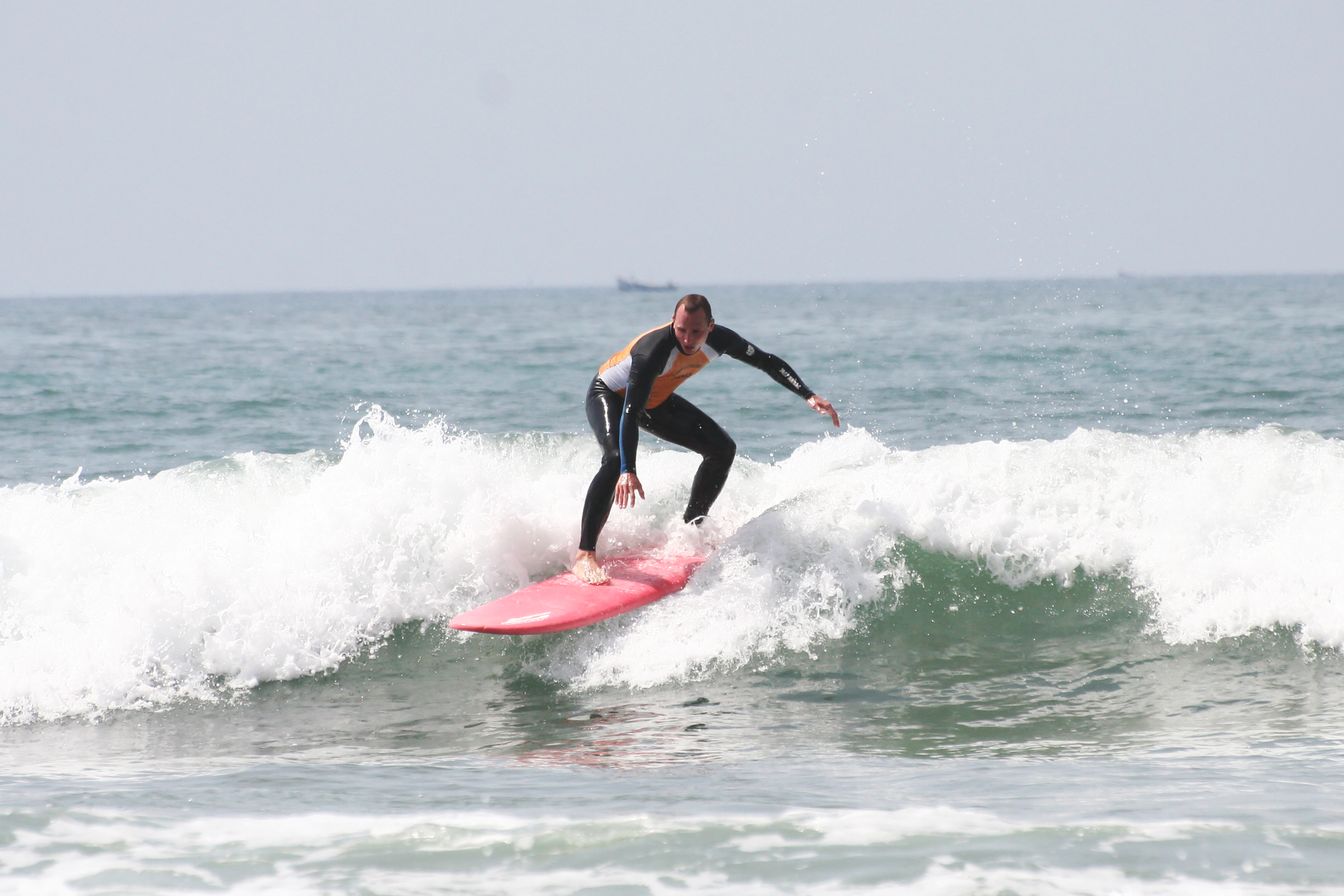 Learn to surf in tamraght
